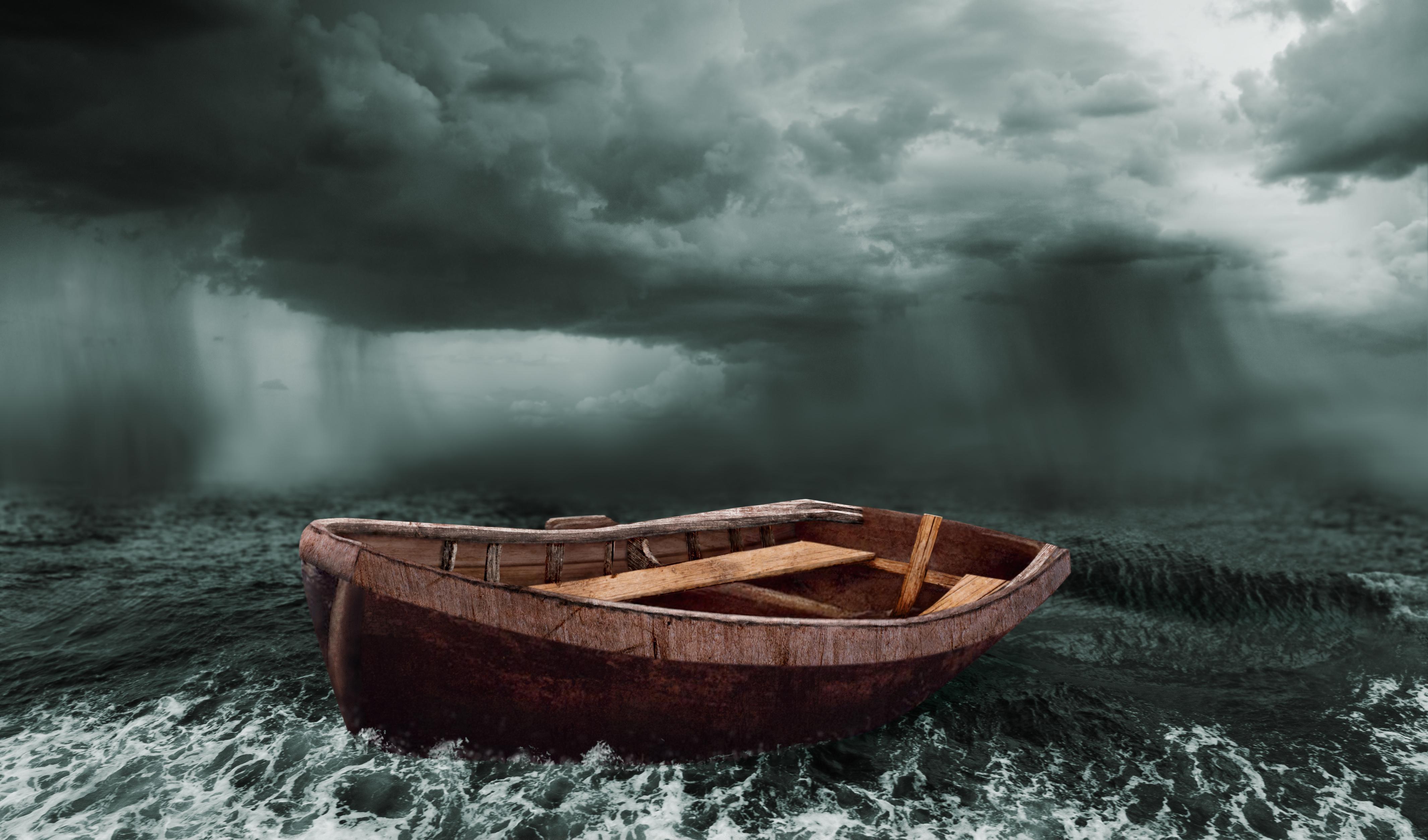 Приснилось плыть на металлической лодке с мотором — будьте готовы к быстрому принятию решений и к немедленным действиям.